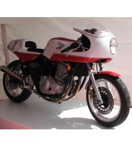 Tête de fourche type Café Racer sur Honda CB 500 vue préparation entière