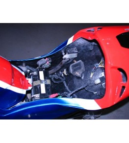 Coque arrière autoporteuse RCV Réplica VFR 90-93 éléments electrique replacés et refixés 1